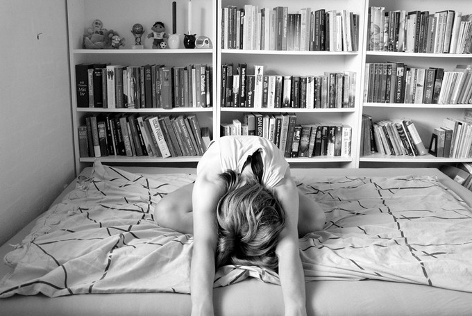 Bedtime yoga - Restorative yoga poses and stretches to help you relax and wind down after a long day. By Annesmiles