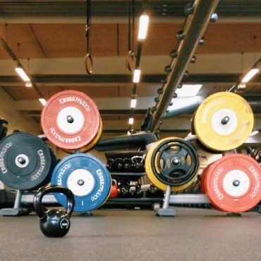 How to be more confident in the gym || The weights room at the gym can seem intimidating to somebody just starting out. Here's how I get over the gym anxiety. Click through to read more, or repin to save for later!