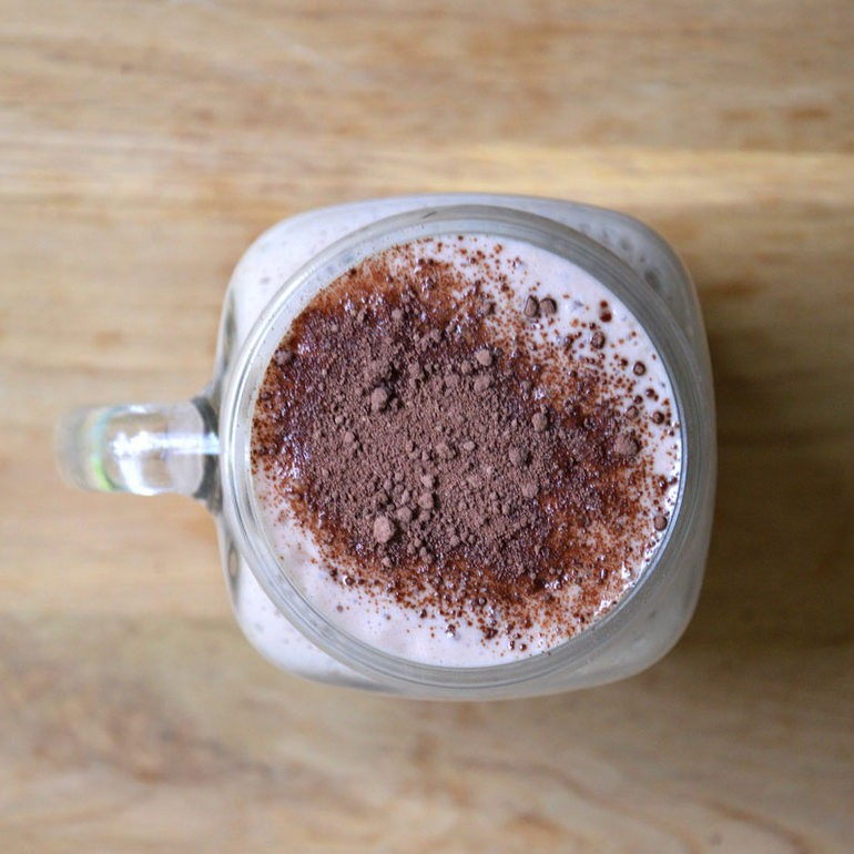 Delicious cocoa smoothie - perfect after a workout. Click through to see the recipe, or repin to save for later!
