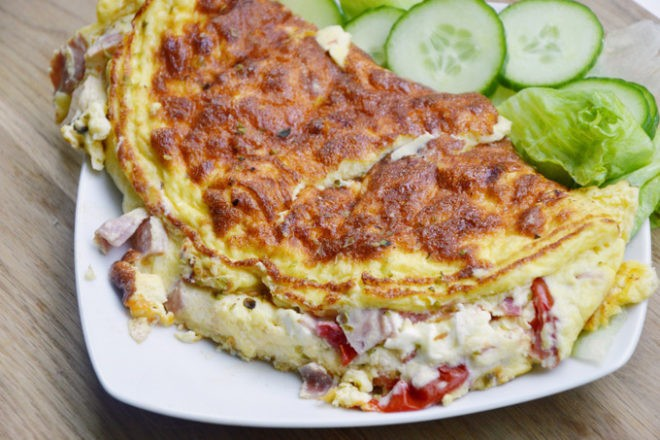 Eggs are amazing, and this omelettes are amazing when you have a bunch of leftovers in your fridge that needs to be used. Here's my easy 'empty the fridge' dinner