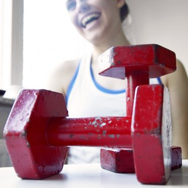 Dumbbells vs gym machines - which is better?
