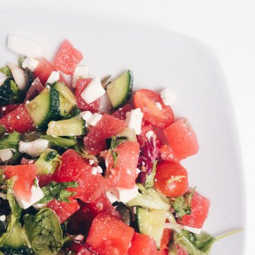 This fresh, green, salad is perfect for a light dinner, so tasty!