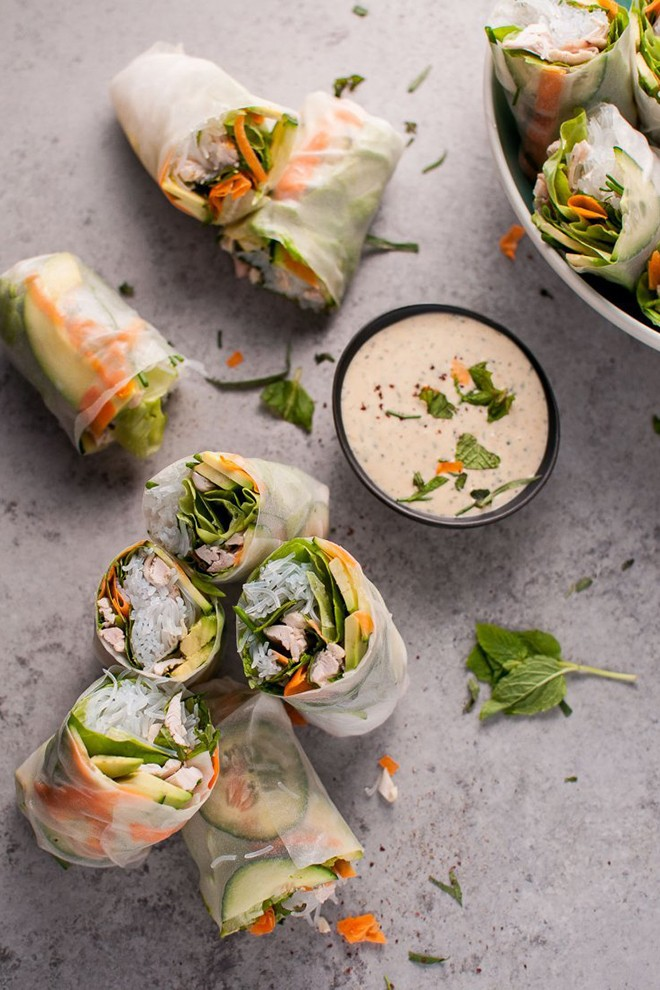 I love making rice paper rolls, and this recipe looks delicious! (Mine never turns out this pretty).