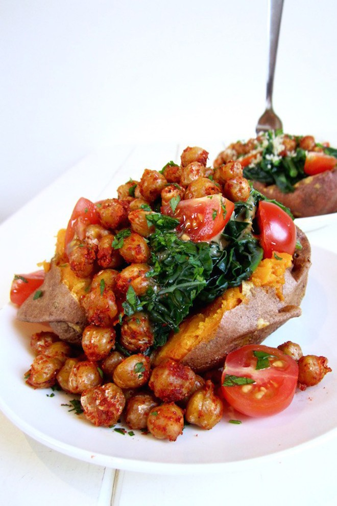 a fan of baked potatoes, these sweet potatoes with crispy chickpeas and kale look amazing.